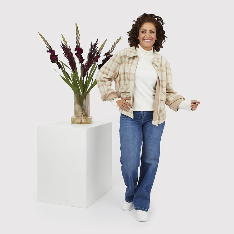 Vida jeans med polo och rutig jacka