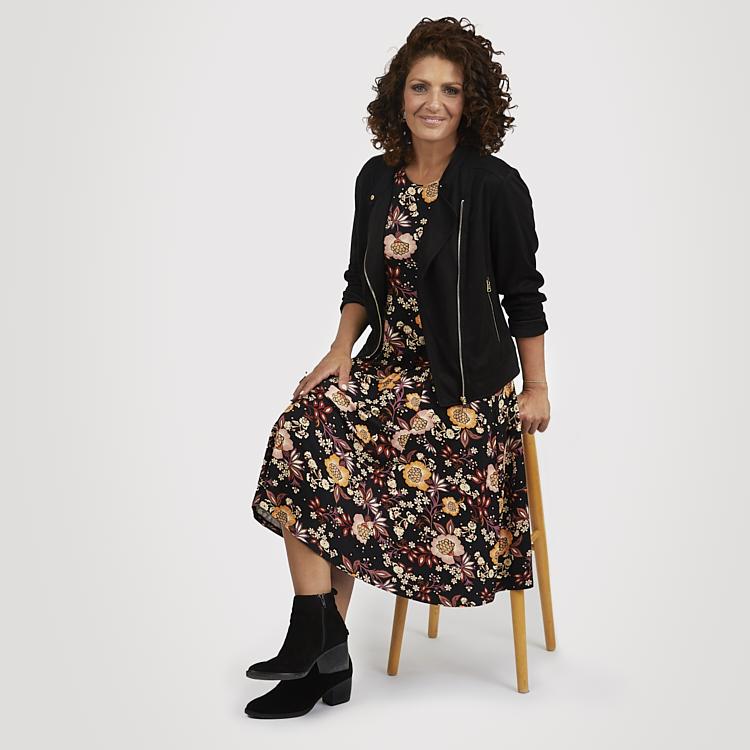 Blommig trikåklänning med svart Ida kavaj