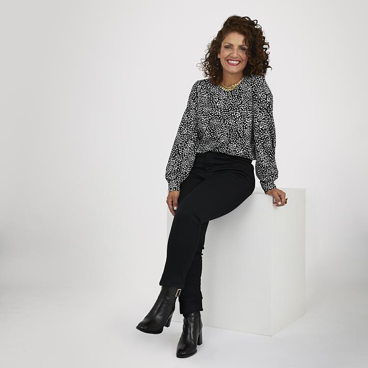 Svarta jeans med stilren Ella blus