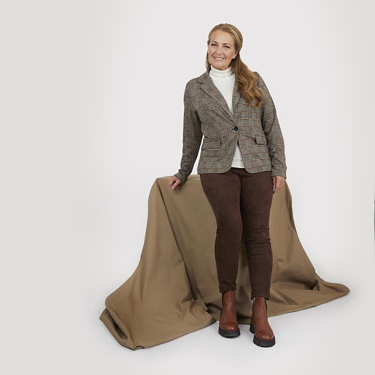 Mjuk kavaj med rutigt mönster och sköna leggings